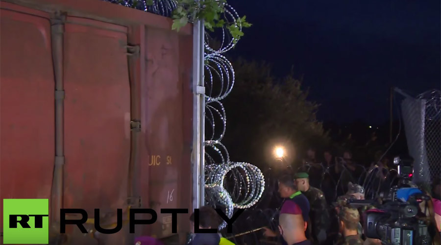 UN 'concerned' for refugees as Mad Max-style train seals Hungary-Serbia border (VIDEO)