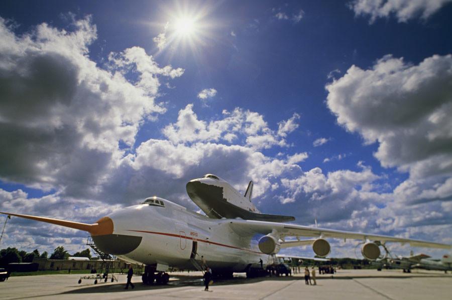 An Antonov An-225 Mriya [Dream] Cossack cargo jet with the Buran [Snow Storm] reusable space shuttle. © Igor Kostin