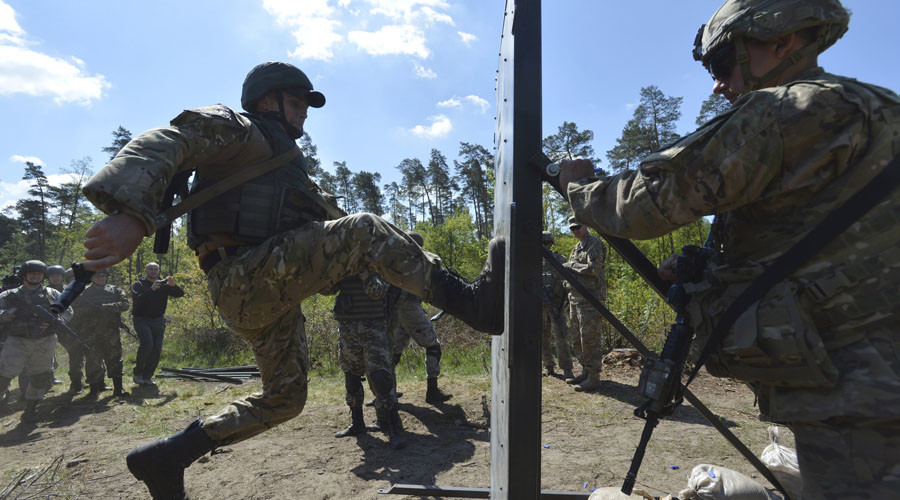 "A serviceman of the U.S. Army's 173rd Airborne Brigade Combat Team (R) trains Ukrainian soldiers during a joint military exercise called ""Fearless Guardian 2015"" at the military training area in Yavoriv, outside Lviv, Ukraine, May 12, 2015. © Oleksandr Klymenko"