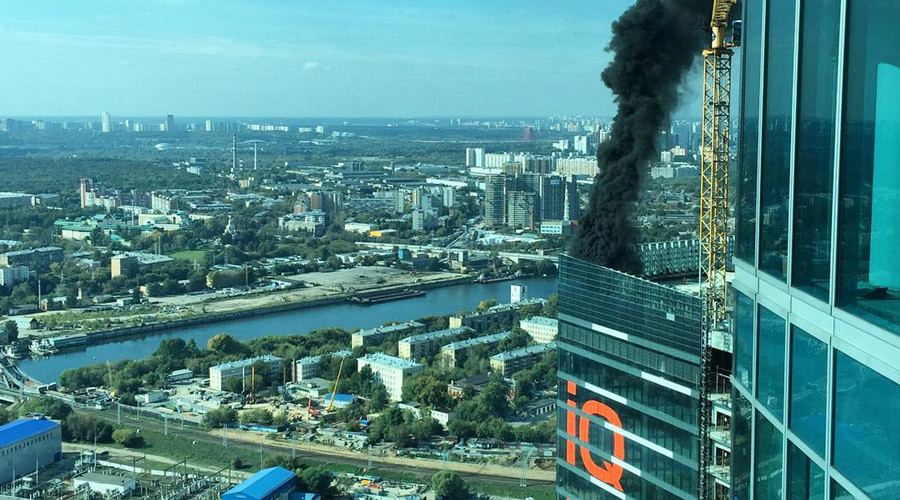 Fire erupts at top of Moscow City skyscraper (PHOTOS, VIDEOS)