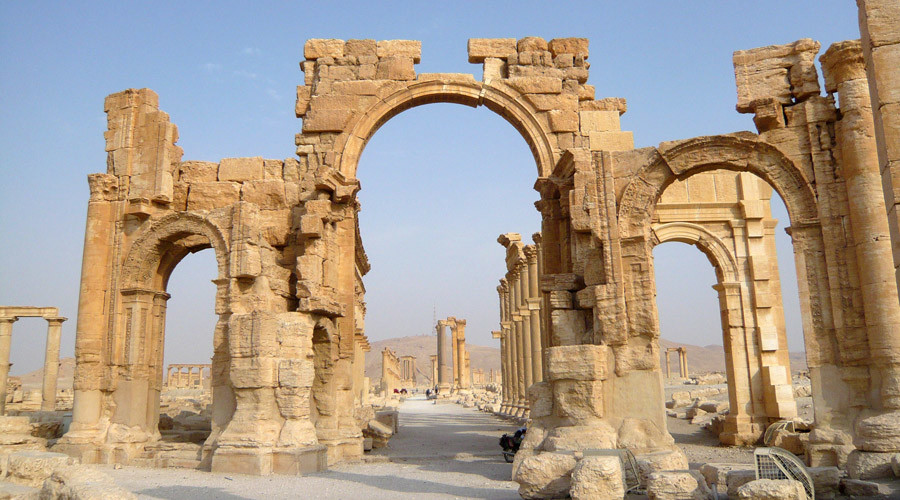 A view shows the Monumental Arch in the historical city of Palmyra, Syria, August 5, 2010. © Sandra Auger