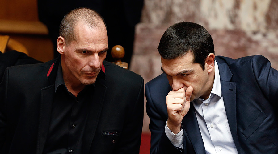 FILE PHOTO: Greek Prime Minister Alexis Tsipras (R) and Finance Minister Yanis Varoufakis look on during the first round of a presidential vote at the Greek parliament in Athens, February 18, 2015 © Alkis Konstantinidis