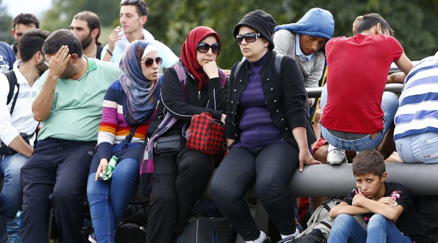 Iraqi asylum seeker threatens to jump off building in Berlin