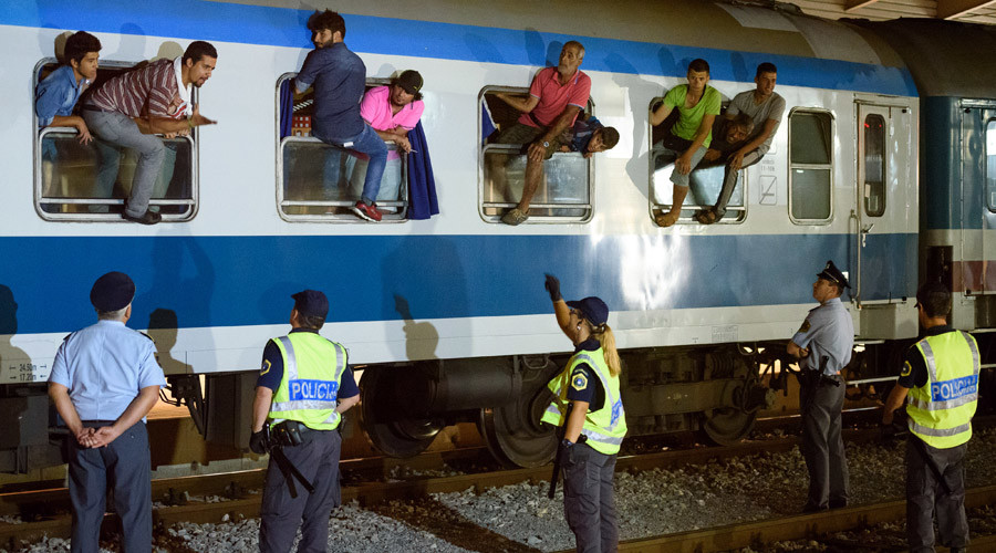 Slovenia halts rail traffic to stop refugee inflow from Croatia