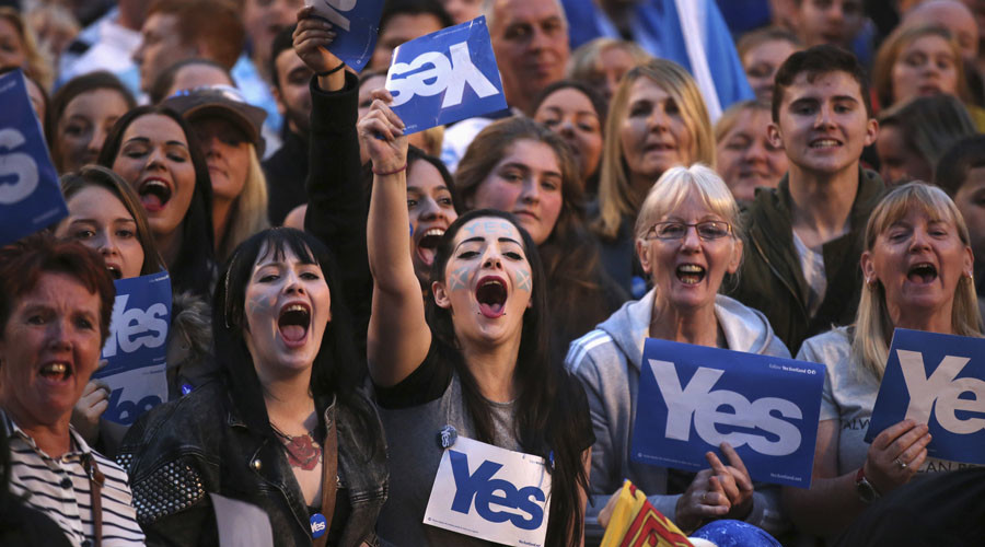 Defiant Scots send #StillYes hashtag trending on #indyref anniversary