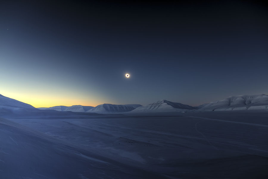 Total solar eclipse © Luc Jamet / INSIGHT ASTRONOMY PHOTOGRAPHER OF THE YEAR AT THE ROYAL OBSERVATORY GREENWICH
