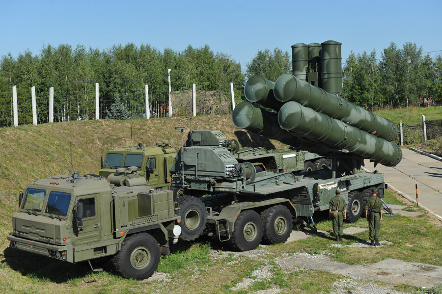 Launcher of the anti-aircraft S-400 Triumph missile systems complex © Artem Zhitenev