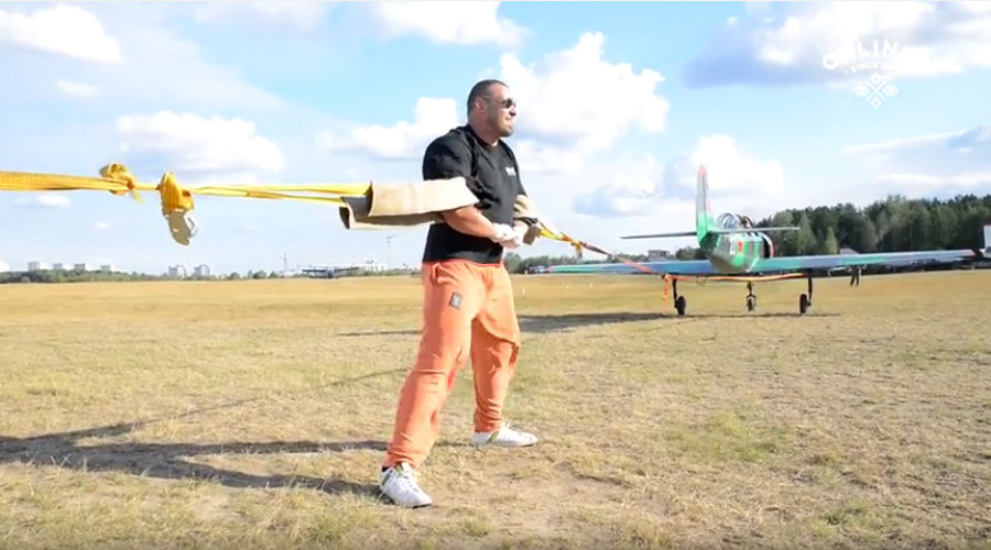 Strength of Hulk: Man pulls 2 planes with bare hands (VIDEO)