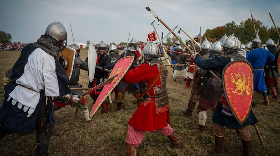 75,000 gather to watch medieval battle reenactment in Russia (PHOTOS)