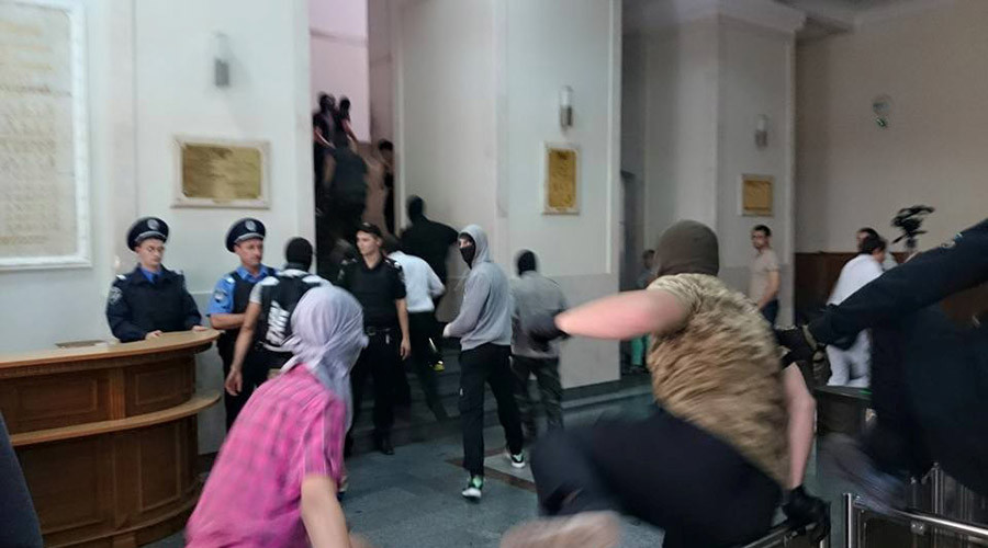 Around 200 masked men storm Kharkov city hall in Eastern Ukraine (PHOTOS, VIDEO)