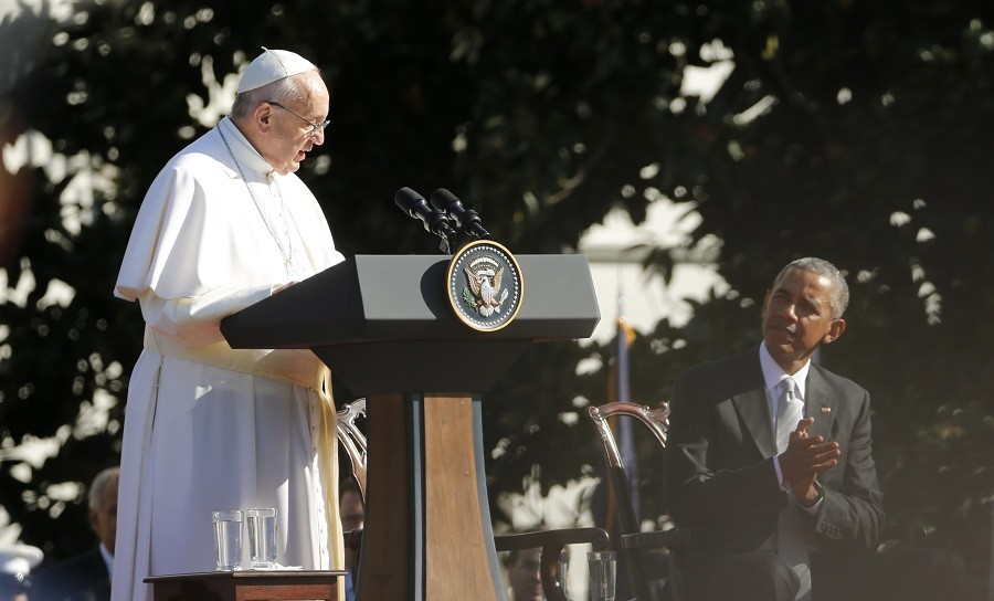 Pope Francis gives a speech on the White House South Lawn as President Barack Obama listens