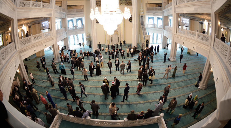 Believers in the Moscow cathedral mosque which opened after reconstruction in Moscow. © Vladimir Astapkovich