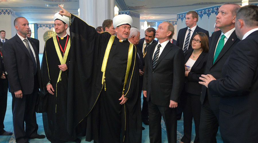 September 23, 2015. President Vladimir Putin, front third right, during the visit to the Moscow Cathedral Mosque after the ceremonial opening. Third left: Ravil Gainutdin, Chairman of the Russian Mufti Council. Second right: President of Turkey Recep Tayyip Erdogan. © Alexei Druzhinin