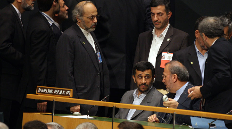 Iranian President Mahmoud Ahmadinejad (Center Lower) and Foreign Minister Manoucher Mottaki (Center R) attend the 62nd UN General Assembly at the United Nations, 25 September 2007. © Emmanuel Dunand