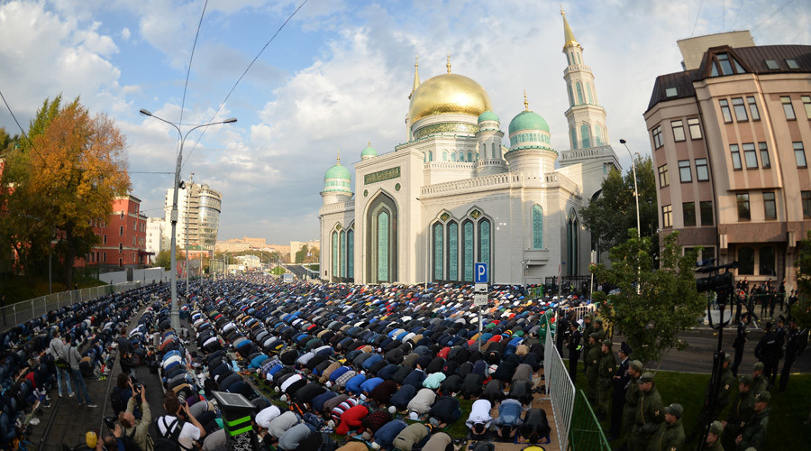 Muslims celebrate the holiday of Eid al-Adha at the Moscow Cathedral Mosque. © Vladimir Astapkovich