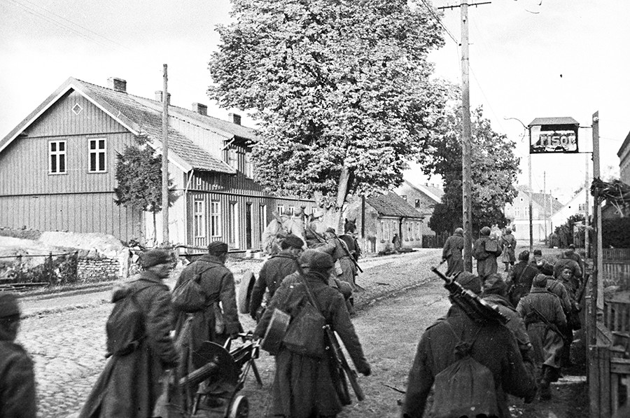 World War II. 3rd Belorussian front. The first German city, Stallupoenen (currently renamed Nesterov) entered by the Soviet Army. 1944. © Mikhail Savin
