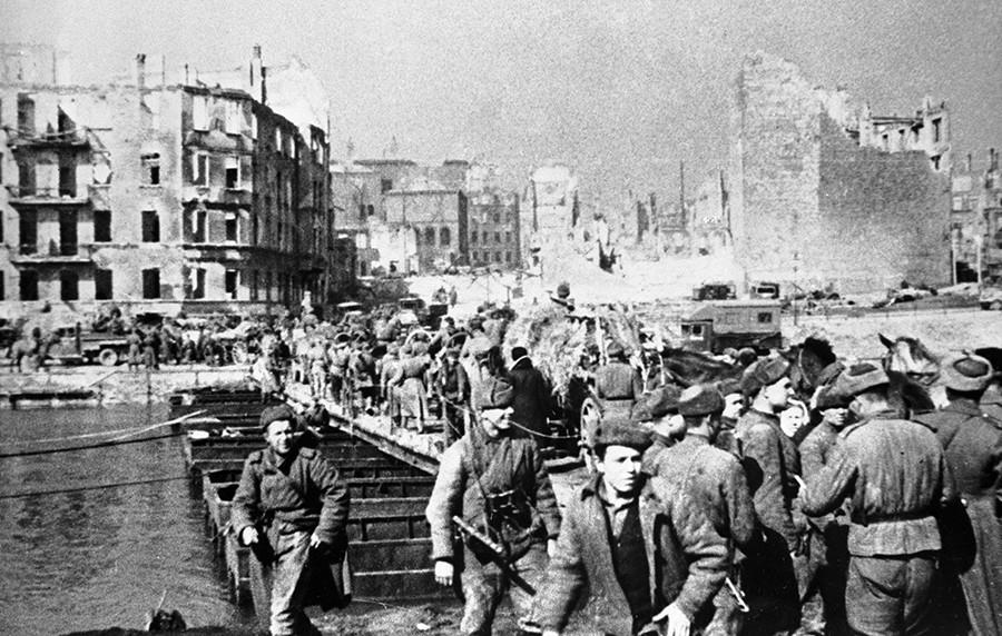 Soviet troops occupy Konigsberg. © Sergey Kosyurev