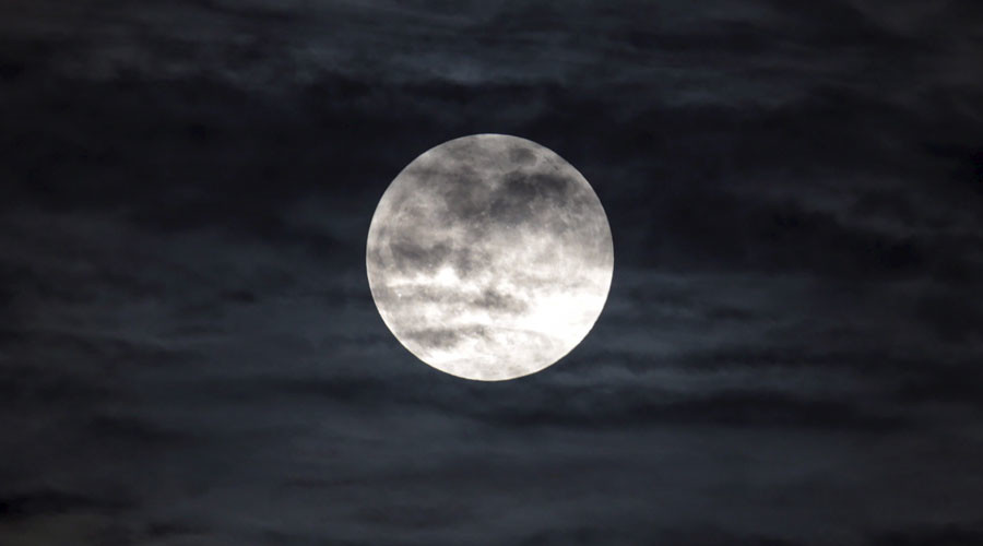 A supermoon, the last of this year's supermoons, is pictured in the sky in Managua, Nicaragua September 27, 2015. ©Oswaldo Rivas