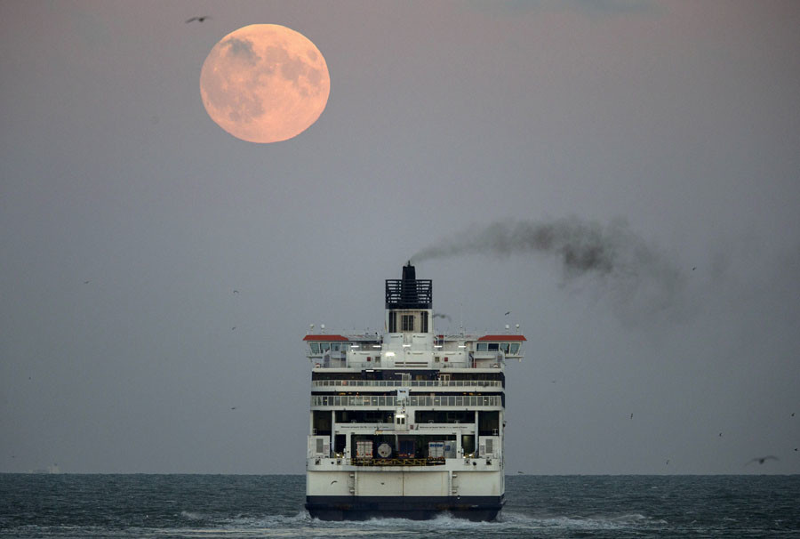 The moon is seen above a cross channel ferry leaving the port of Dover, southern England, September 27, 2015. © Eddie Keogh