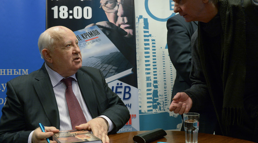 "The first President of the USSR Mikhail Gorbachev meets with readers during the presentation of his book ""After the Kremlin"" at the Moscow House of Books. © Grigoriy Sisoev"