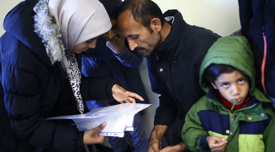 Germany translates its constitution into Arabic to help refugees integrate