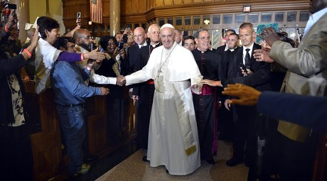 Pope Francis greets parishioners, immigrants and clients of Catholic Charities, as he arrives at St. Patrick's Church © Mike Theiler