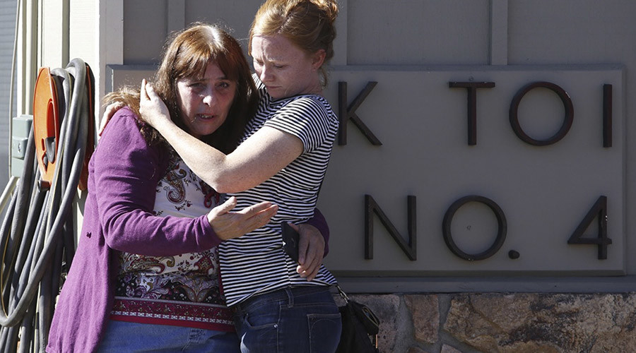 Umpqua Community College alumnus Donice Smith (L) is embraced after she said one of her former teachers was shot dead, near the site of a mass shooting at Umpqua Community College in Roseburg,Oregon October 1, 2015. © Steve Dipaola