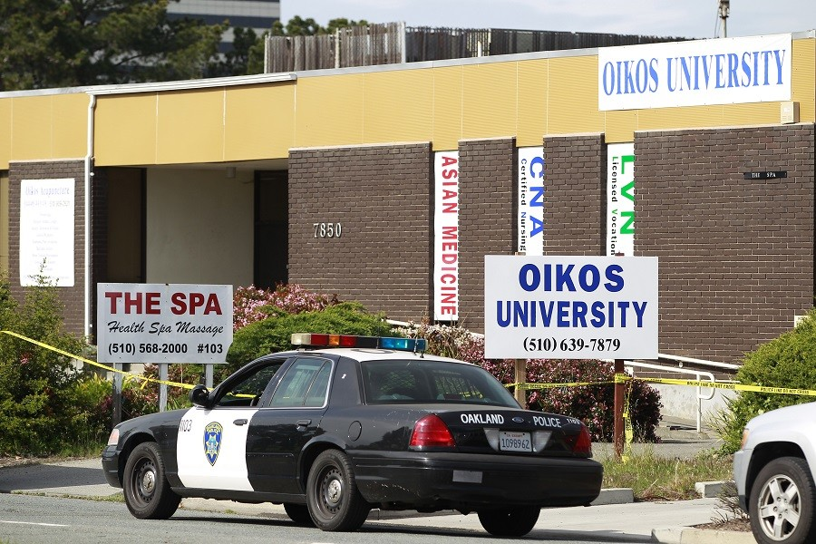 Police cordon off Oikos University as investigators examine the scene of a mass shooting in Oakland, California April 3, 2012 © Stephen Lam