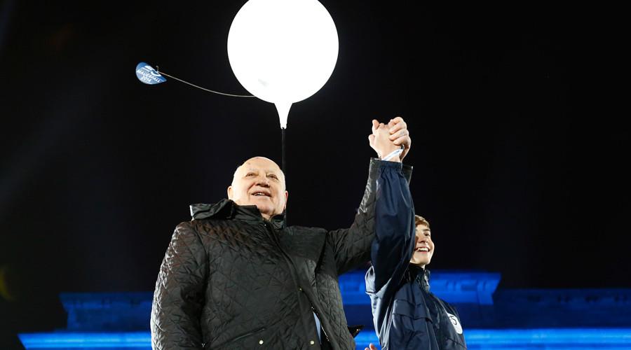 Mikhail Gorbachev stands on stage in front of the Brandenburg Gate under a lit balloon, part of the installation 'Lichtgrenze' (Border of Light) in Berlin, November 9, 2014. © Michael Dalder