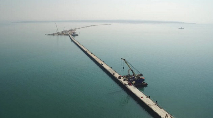 Russian bridge to Crimea going up at lightning speed (PHOTO, VIDEO)
