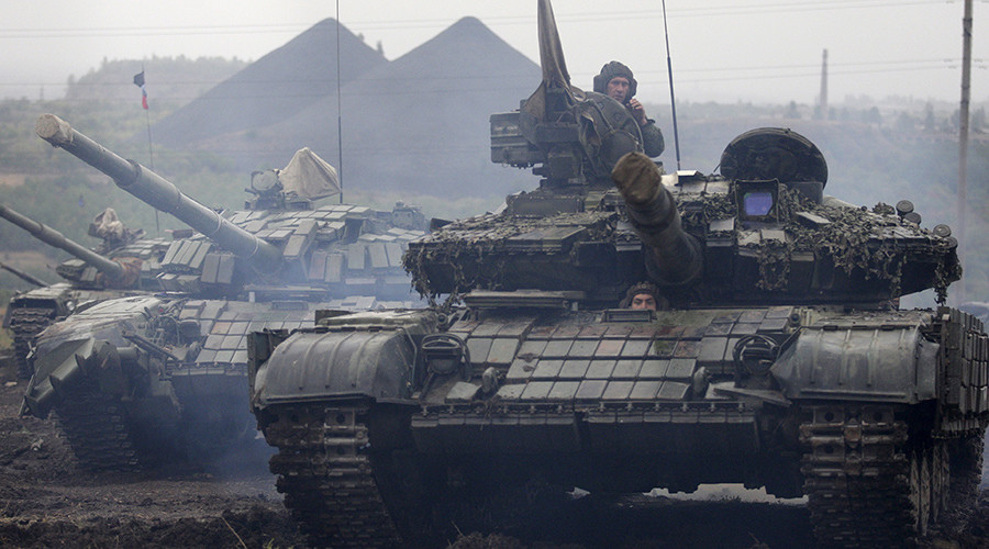 Tanks withdrawing from contact line in Lugansk People's Republic