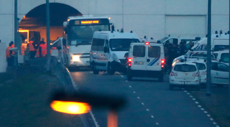 Eurotunnel services disrupted as asylum seekers storm Calais terminal