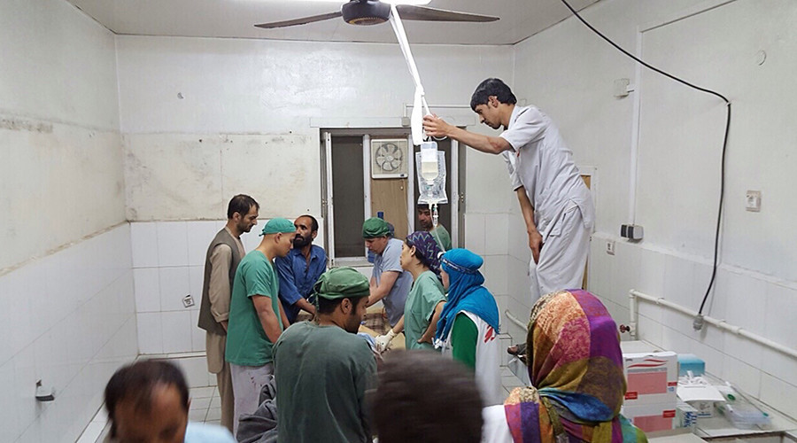 Afghan MSF surgeons work in an undamaged part of the MSF hospital in Kunduz after the operating theatres were destroyed in an air strike © MSF