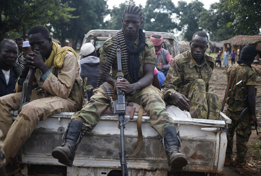 Seleka fighters take a break as they sit on a pick-up truck in the town of Goya June 11, 2014. © Goran Tomasevi