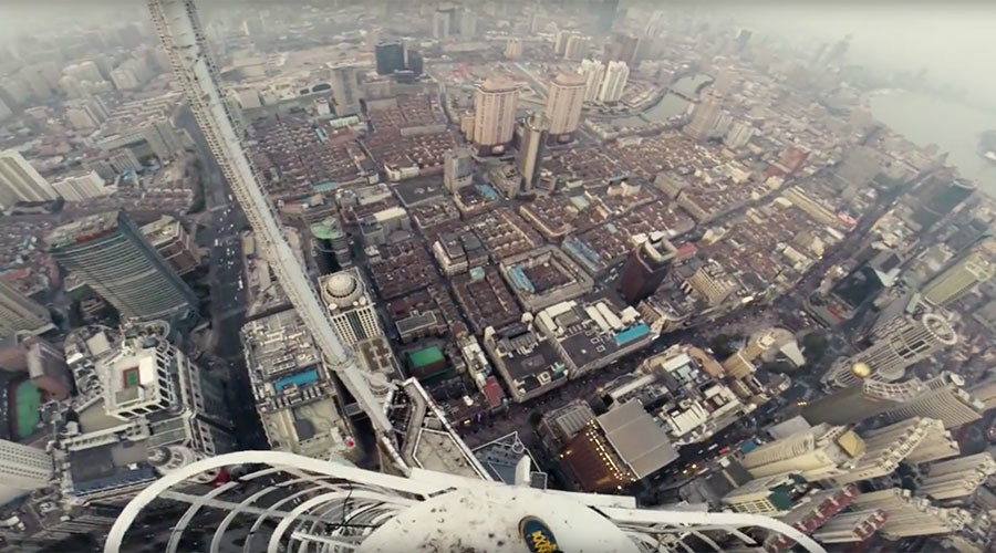 Two Shanghai Spires: Roofers stand on needle point hundreds of meters above ground (VIDEO)