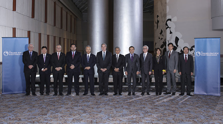 "Trade ministers from a dozen Pacific nations in Trans-Pacific Partnership Ministers meeting post in TPP Ministers ""Family Photo"" in Atlanta, Georgia October 1, 2015. © USTR Press Office"