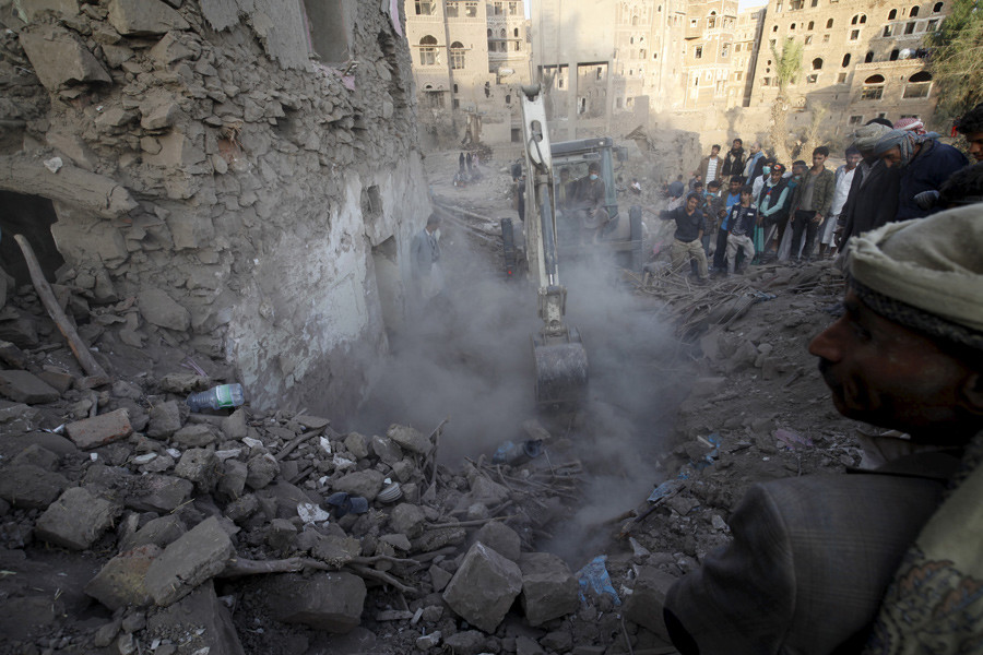 People search for survivors under the rubble of a house destroyed by an air strike at the old quarter of Yemen's capital Sanaa © Mohamed al-Sayaghi