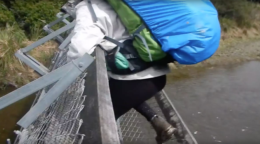8 meter fall: What happens when a suspension bridge collapses under your feet (VIDEO)