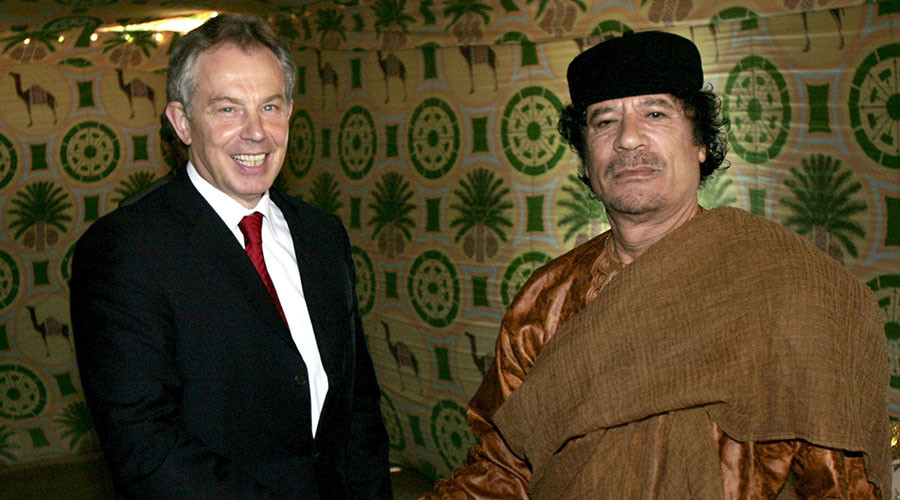 Britain's Prime Minister Tony Blair (L) shakes hands with Libyan leader Muammar Gaddafi near Gaddafi's home town of Sirte May 29, 2007. © Leon Neal