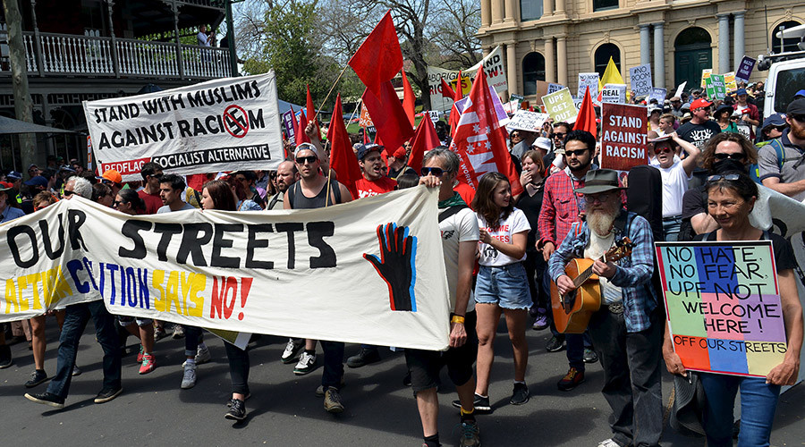 Members of the left-wing coalition hold banners and placards as they march down a main street in the town of Bendigo, located in the state of Victoria, Australia, October 10, 2015. © Baris Atayman