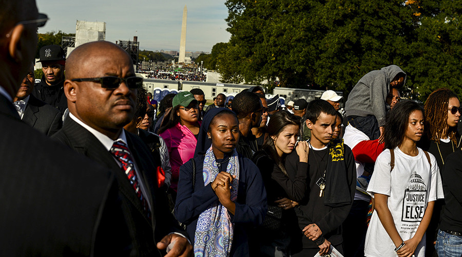 Crowds gather to hear Nation of Islam leader Louis Farrakhan speak at an event to mark the 20th anniversary of the Million Man March on the National Mall in Washington October 10, 2015 © James Lawler Duggan