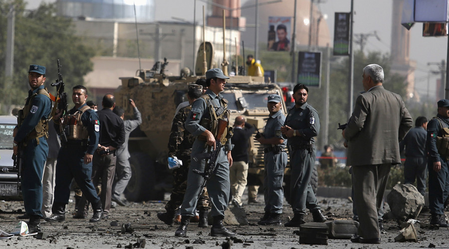 Afghan security personnel keep watch at the site of a suicide car bomb blast in Kabul, Afghanistan October 11, 2015. © Ahmad Masood
