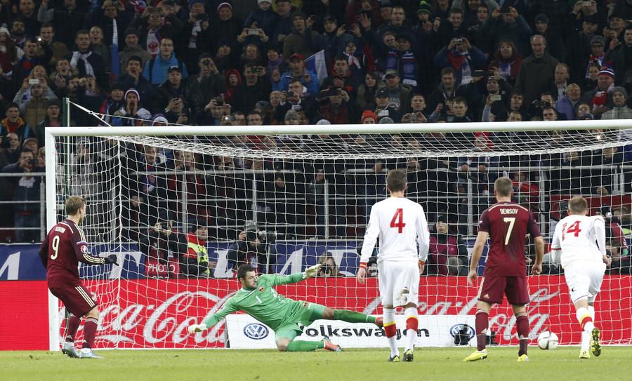 Russia's Aleksandr Kokorin (L) scores a goal past Montenegro's goalkeeper Milan Mijatovic (2nd L) by a penalty kick. © Sergei Karpukhin