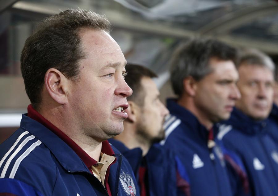 Russia's coach Leonid Slutski (L) at the match against Montenegro at the Otkrytie Arena. © Sergei Karpukhin