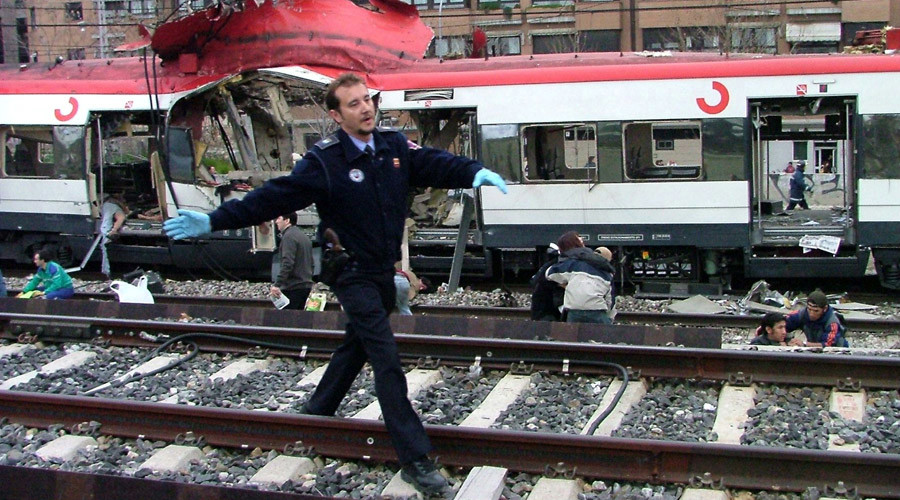 A Spanish policeman comes to the aid of victims of Madrid's train bombings in these pictures taken at Madrid's Atocha station. March 11, 2004. © Pablo Torres Guerrero