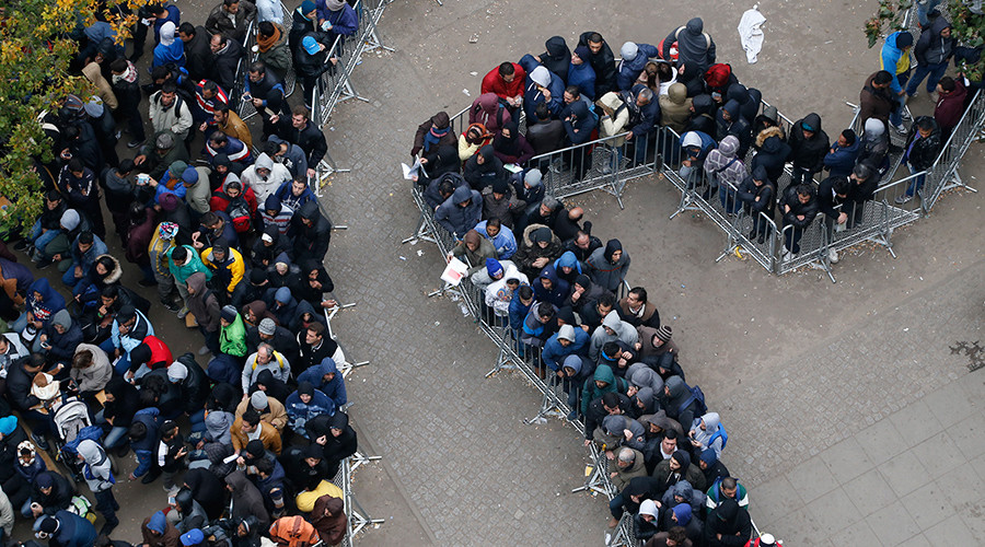 Migrants queue in the compound outside the Berlin Office of Health and Social Affairs (LAGESO) as they wait to register in Berlin, Germany © Fabrizio Bensch
