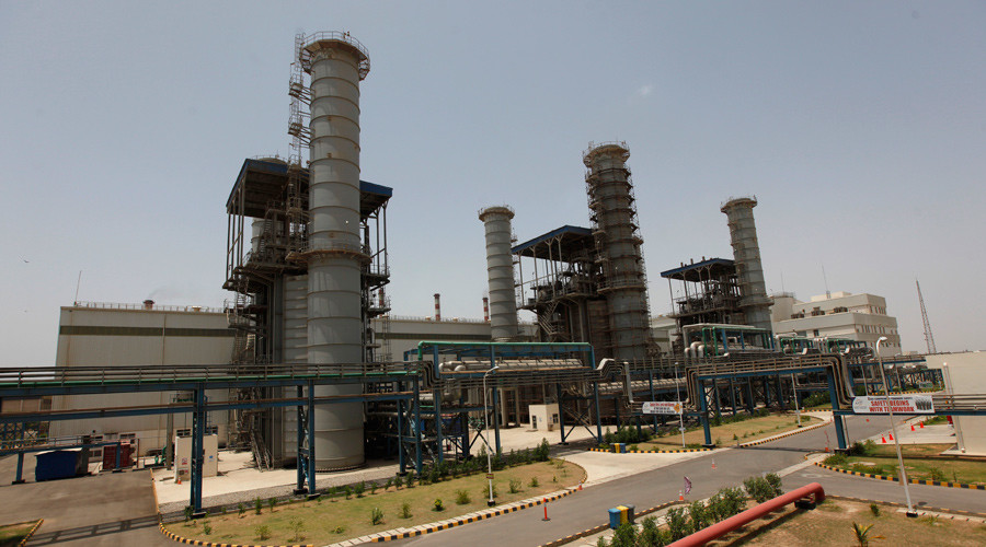 Bin Qasim Power Station (BQPS-II), some 35 kilometers from east of Karachi city, Pakistan © Akhtar Soomro