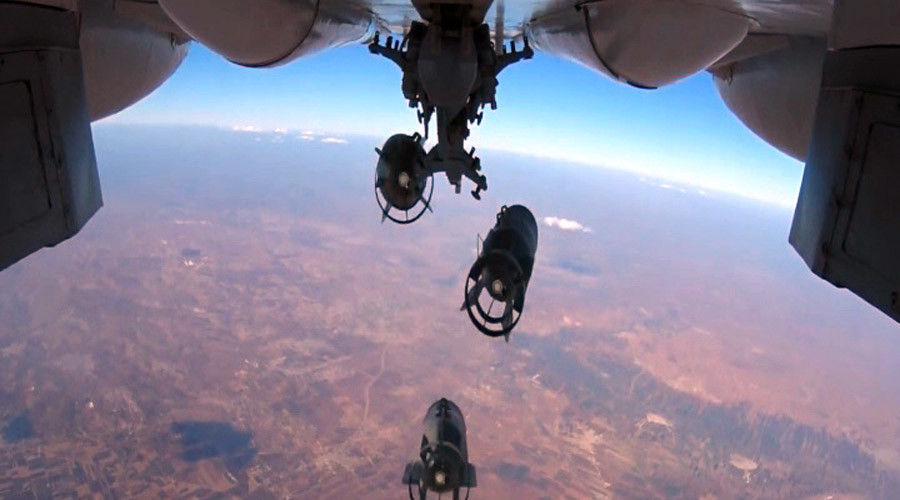 A Russian Aerospace Defense Force jet bombs Islamic State facilities in Syria (video screenshots).©