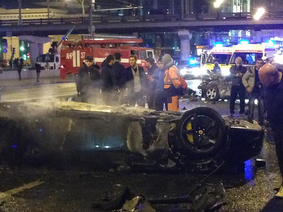 A car accident site involving a Ferrari car off Krymsky Bridge, Moscow © Maksim Zhestkov