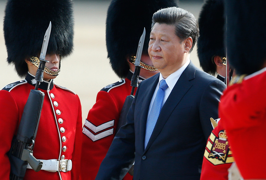 China's President Xi Jinping reviews an honour guard during his official welcoming ceremony in London, Britain, October 20, 2015. © Alastair Grant / Pool